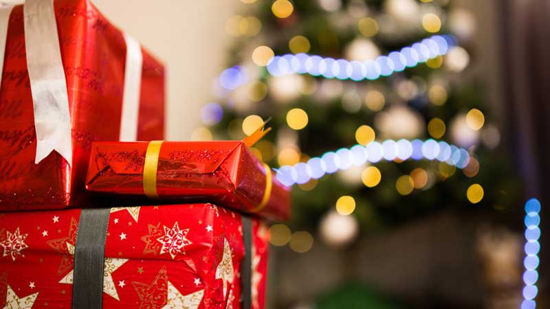 HOLIDAYS RetailMeNot.ca Surveys Canadians About Their Holiday Shopping Habits This Year